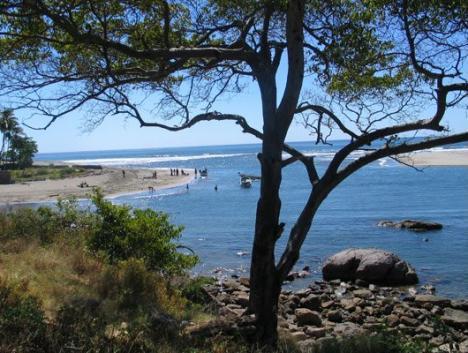 ponaloya-beach1